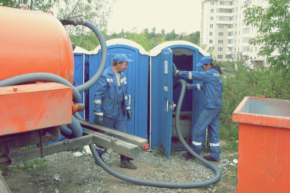 Обслуживание туалетных кабин в Уфе. Откачка, очистка биотуалетов